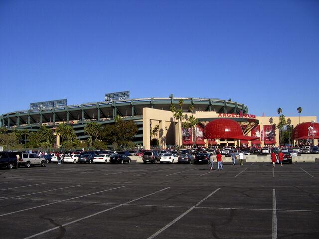 File:Angel Stadium-1195658121-561.jpg