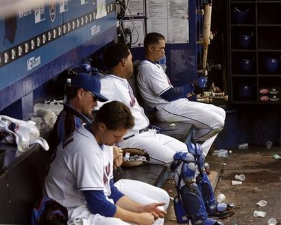 File:093007 - Mets Look On.jpg