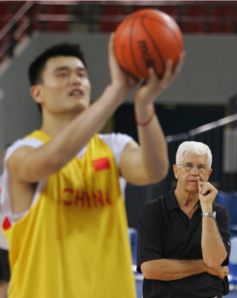 File:Yao free throws.jpg
