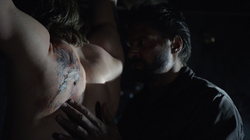 Slade brands Oliver's back with the same tattoo that Shado had