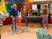 Austin-and-Ally-ROSS-LYNCH-LAURA-MARANO-CALUM-WORTHY