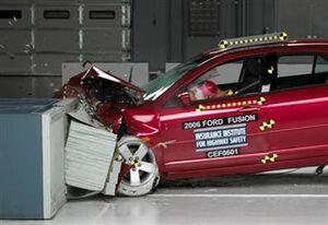 Ford-Fusion-Crash-test-resized