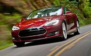 2013-tesla-model-s-reviews-car-and-driver-photo-461958-s-429x262
