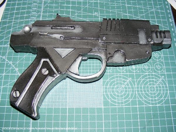 File:USM pistol replica without sight.jpg