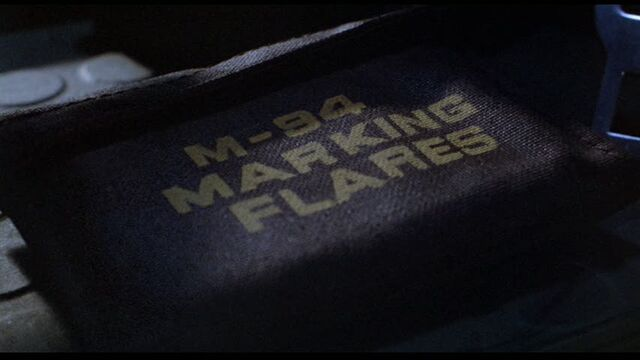 File:M-94 Marking Flares pouch.jpg