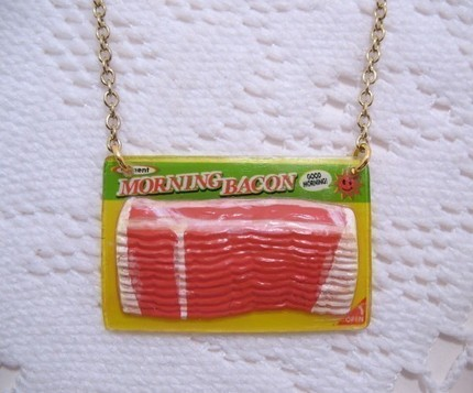 File:Baconnecaklace.jpg