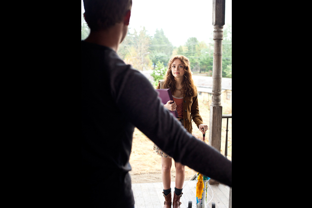 File:09-dylan-opens-the-door-and-sees-emma.jpg