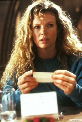File:Kim Basinger as Vicki Vale.jpg
