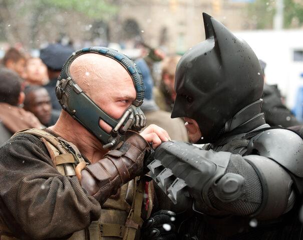 File:Bane and Batman 01.jpg