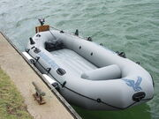 800px-Inflatable boat-001