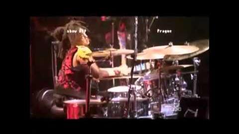 Beyoncé - say hello to nicki on the drums !