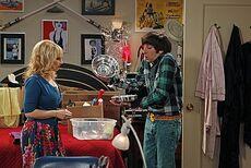 The shiny trinket maneuver Howard and Bernadette 3