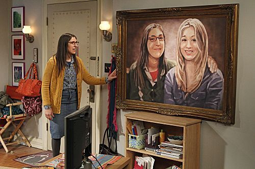 File:S5Ep17 - Amy with the hanging painting.jpg