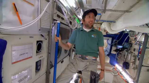 File:S6EP01 - Howard in the space shuttle.jpg