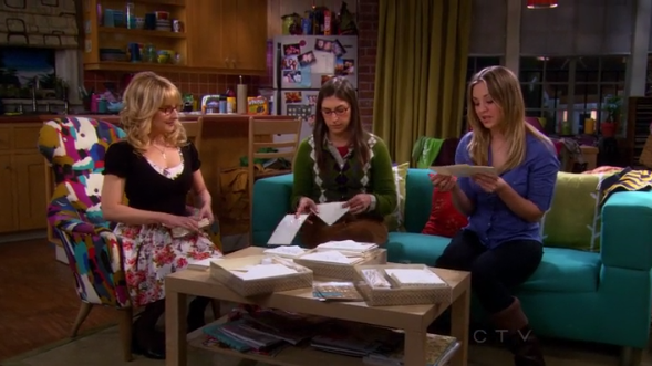 File:The girls in Penny's apartment.png