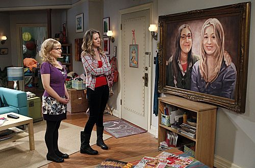 File:S5Ep17 - Penny and Bernadette look at the picture.jpg