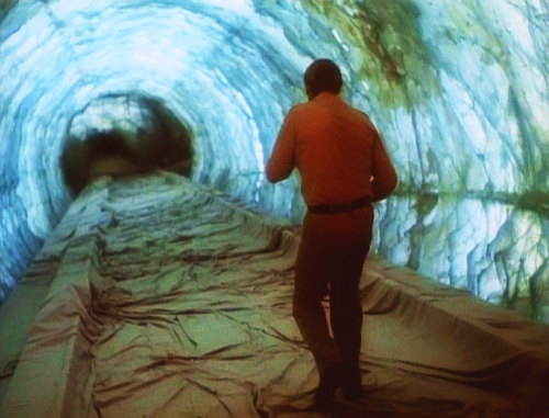 File:The Secret of Bigfoot - The vertigo tunnel.jpg