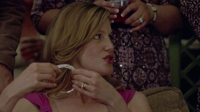 File:1x07 - Maria's tiara.jpg