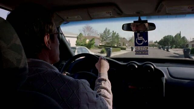 File:1x01 - Walt driving home.jpg