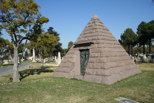 File:Angelus Cemetery1.jpg