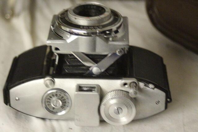 File:Vintage cameras 031.jpg