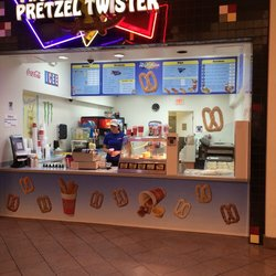 Shopping-Mall-Pretzel-Twister