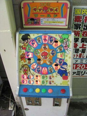 Archivo:Piccadilly Circus - Konami Wai Wai World.jpg