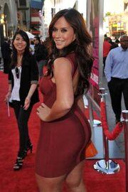 Jennifer Love Hewitt | Celebrity Wiki | Fandom powered by ...