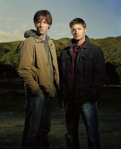 File:Supernatural-season-1-jared-padalecki-and-jensen-ackles-34171244-1179-1450.jpg