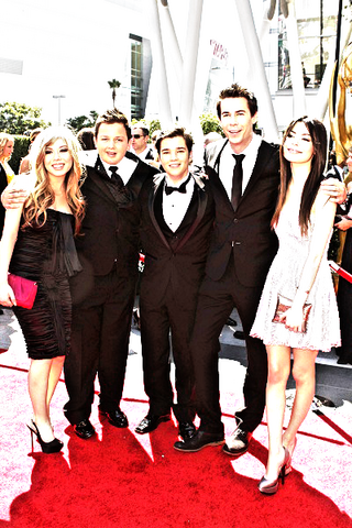 File:ICarly crew.png