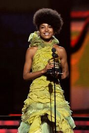 Esperanza Spalding Grammys 2011 Bluefly blog Flypaper-512