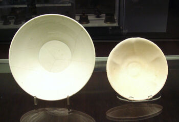 Chinese white ware and Iraqi earthenware bowls 9th 10th century both found in Iraq.jpg