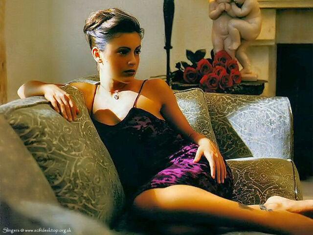 File:Alyssa Milano-Phoebe 001.jpg