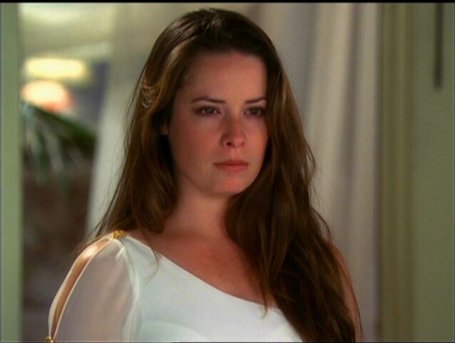 File:Piper as Goddess.jpg