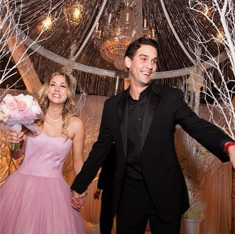 File:Kaley-cuoco-wedding.jpg