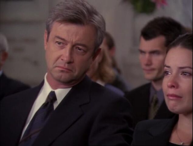 File:4x01-piper-victor-funeral.jpg
