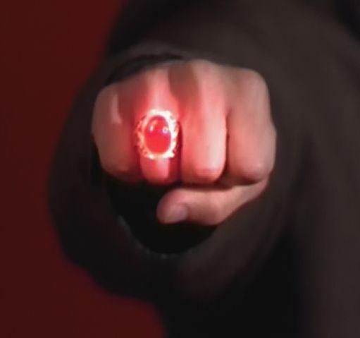 Фајл:2x01-nicholas's-ring.jpg