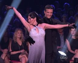 Shannen-Doherty-Waltz-Mark-Ballas-01-2010-03-22