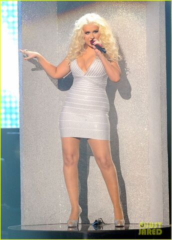 File:Christina-aguilera-amas-2011-07.jpg