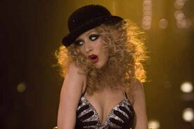 Christina-Burlesque-curls-hairstyle-1