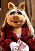 Miss Piggy in Letters to Santa