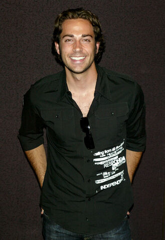 File:Zachary Levi01.jpg