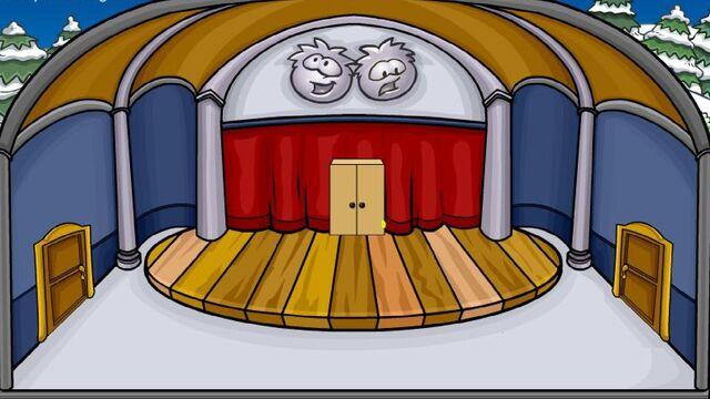 File:Nuevas salas para Club Penguin Ep.60 Pasillo Cine.jpg