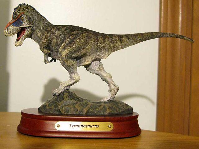 File:Tyrannosaurusstatue.jpg