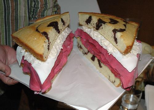 File:Reuben-sandwich-cake-1.jpg