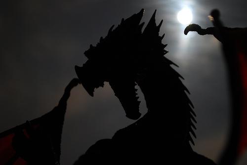 File:Dragon y Luna.jpg