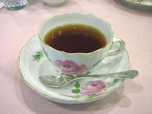 800px-Meissen-teacup pinkrose01
