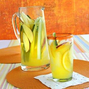 File:Ginger-beer-cocktail.jpg