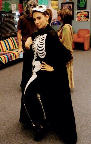 File:Annie skeleton costume.jpg