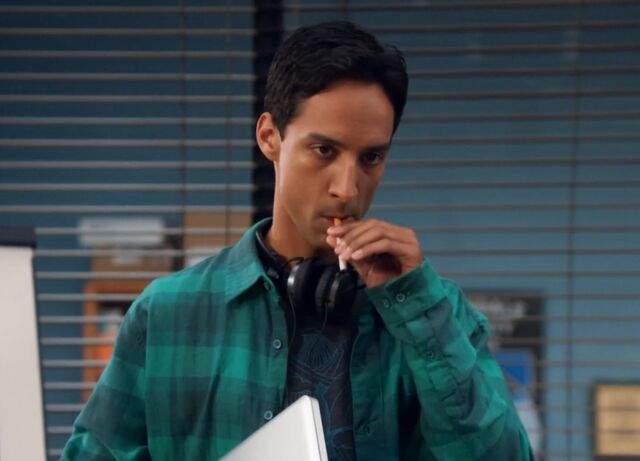 File:1x3 Abed cigarette .jpg